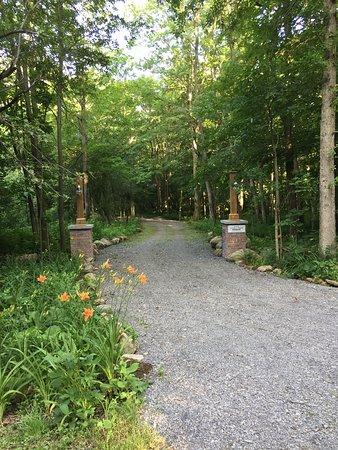 Saint-Bernard-de-Lacolle, Kanada: Accès pittoresque vers les chalets