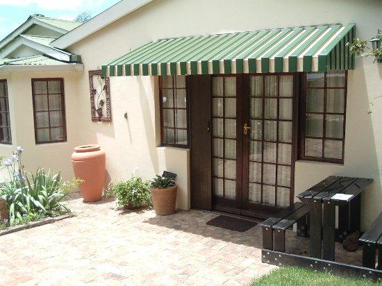 Grahamstown, Sudáfrica: Entrance to Guest Suite