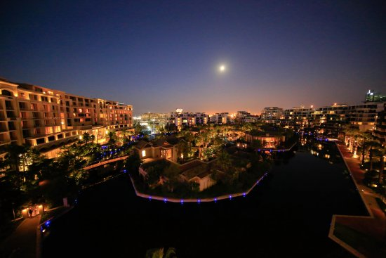 Lawhill Luxury Apartments: FULL MOON OVER LAWHILL MARINA COMPLEX