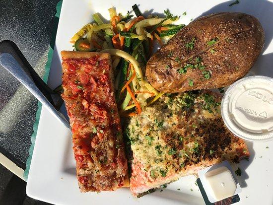 Lancaster, Nova York: Salmon dinner