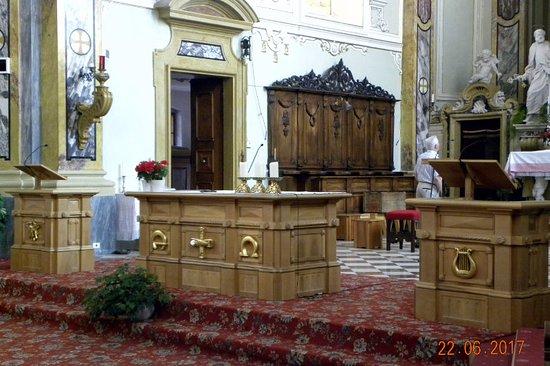 Chiesa Parrocchiale di S. Maria Assunta: L'altare maggiore in legno