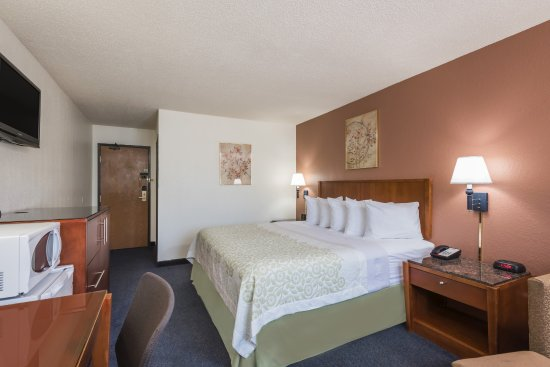 Days Inn Greenfield: King Bed Room