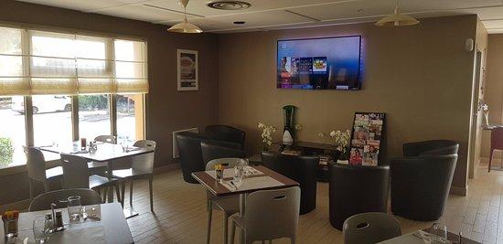 Campanile Perpignan Sud: Coin Salon et TV 4K