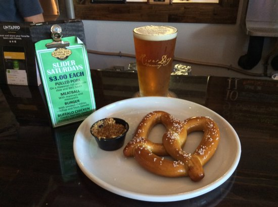 Ridgeland, SC: Warm pretzel with stone ground mustard and the Farm'rd Session IPA