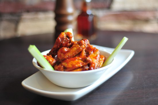 The Cellar Bar and Restaurant : Hot and spicy chicken wings!
