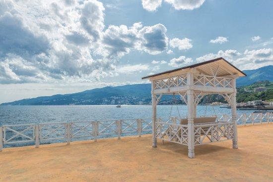Yacht Club Hotel