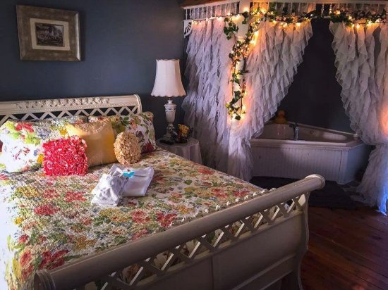 The Briar Rose Bed and Breakfast: Gazebo room