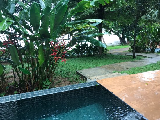 Beautiful beach & good food & tropical room