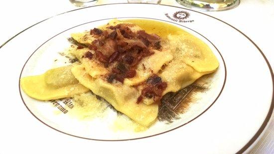Albergo Ristorante Il sole : Casoncelli bergamaschi burro, salvia e pancetta