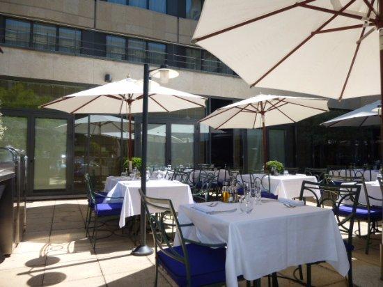 La terrasse picture of brasserie victor hugo neuilly for Terrasse neuilly sur seine
