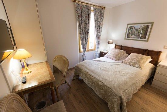 les armoiries hotel valbonne france voir les tarifs. Black Bedroom Furniture Sets. Home Design Ideas