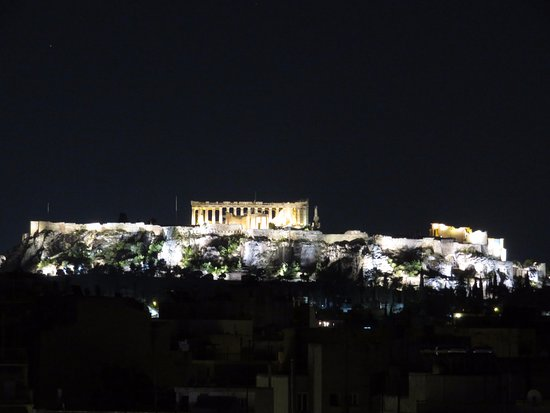 Novus City Hotel: View of the acropolis from the hotel rooftop bar/pool area