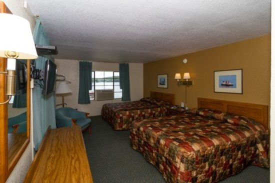 Gravois Mills, MO : We have four (4) Lake View Rooms with full amenities and wonderful views of the lake.
