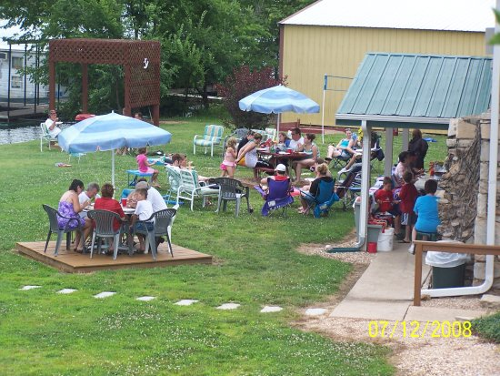 Gravois Mills, MO : We host many Family Re-Unions here each year, book your today.