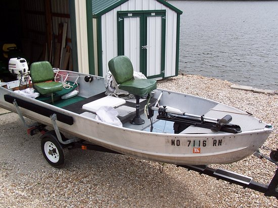 Gravois Mills, MO : 14 foot Fishing Boat - our guests love to rent this boat for a day of hooking the big fish.