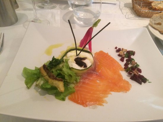 Sablet, France: Salmon fumé with chevre