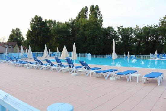 Monflanquin, فرنسا: Belle piscine de 1,50 de profondeur et 25 m de long