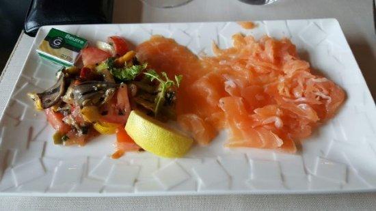 La Boissiere-Ecole, Francia: Le saumon en entrée