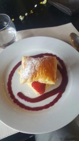 La Boissiere-Ecole, Francia: Le feuilleté de fraises en dessert