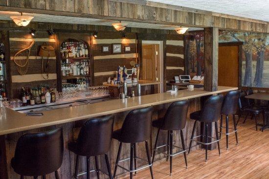 Alexandria, PA: Juniata Room; restaurant bar