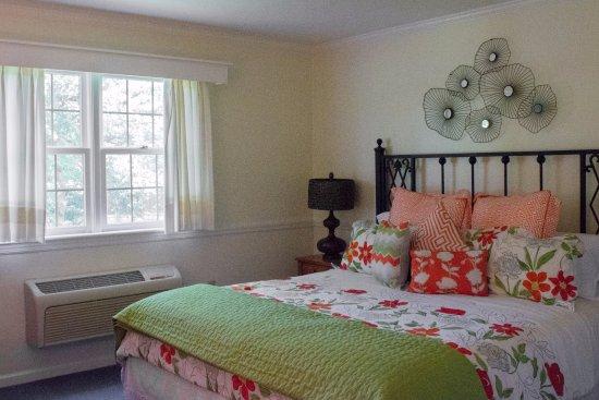 Alexandria, PA: King bedroom