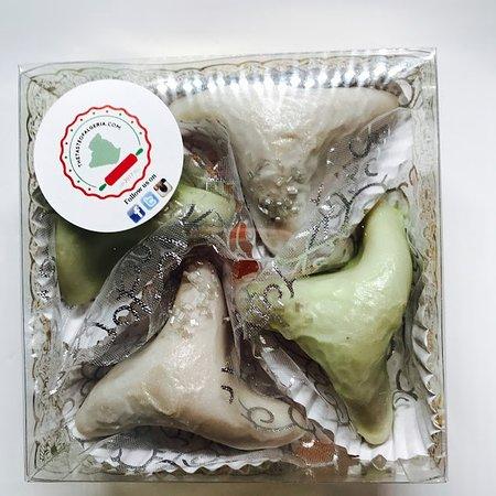 แคมป์เบลล์, แคลิฟอร์เนีย: Arayesh Box [Almond Based Sweets]
