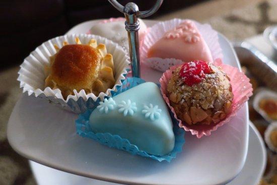 Campbell, CA: Dzeryat, Mkhabez, Mshawek [Almond Based Gluten Free Sweets]