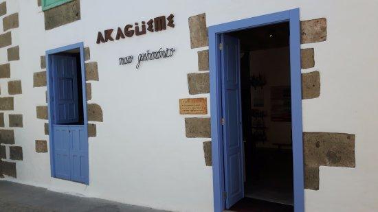 Aguimes, Ισπανία: La fachada del local