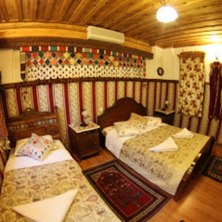 Homeros Pension & Guesthouse: Triple  family room with bathroom &  air con