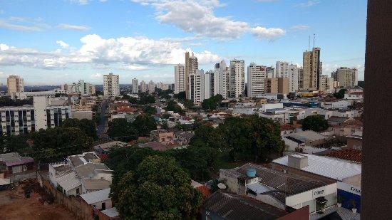 Amazon Plaza Hotel: Vista da cidade de Cuiabá às 08:00 da manhã da janela do 3º andar do hotem Amazon.