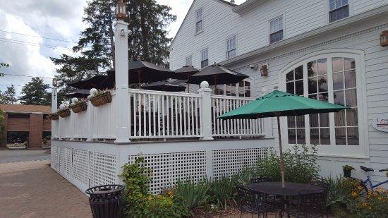 Simsbury, CT: Outdoor Dining