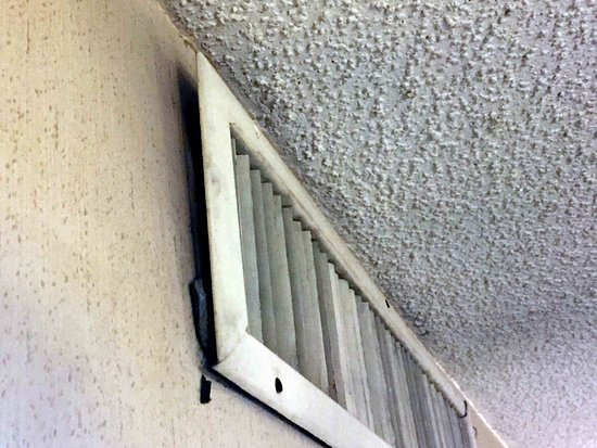 Knights Inn Colorado Springs: AC return torn from wall.