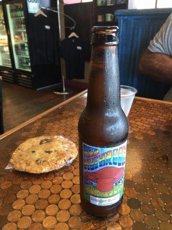 Yorgo's Bageldashery: Vegan cookie & Kombucha