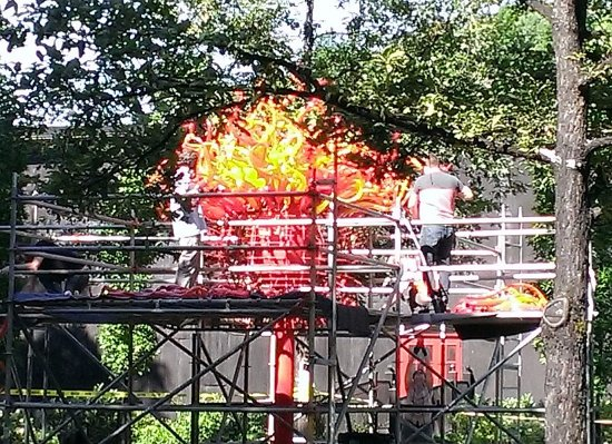 Loretto, KY: Dale Chihuly installation going up!