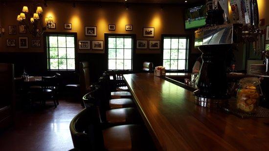 Plainville, CT: Bar