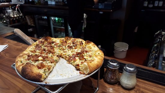 Plainville, CT: Clam & Bacon Pizza
