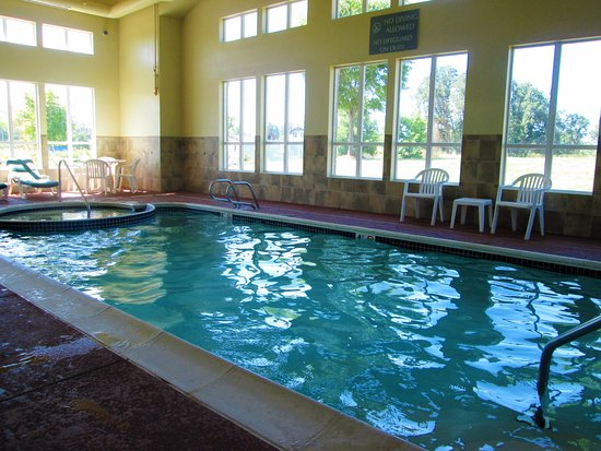 Comfort Inn & Suites Creswell: pool and spa