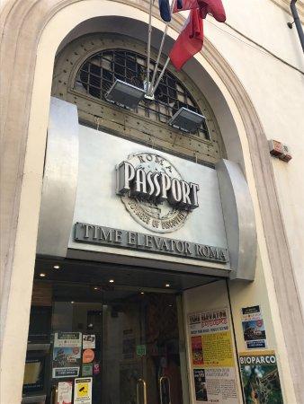 The Time Elevator Rome Experience : 入り口。チケット売り場にお土産物やチルコ・マッシモの再現ミニチュアなどがあります。