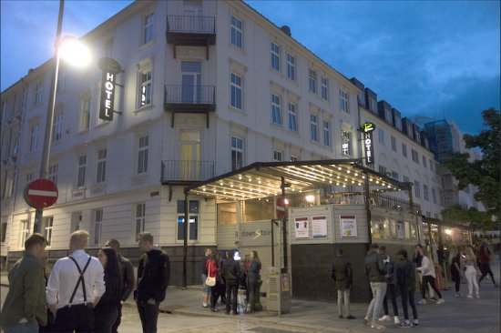 P-Hotels Bergen: Hotel above pub and discotheque
