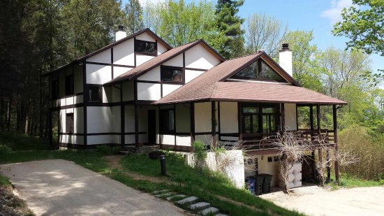 Sheffield, Μασαχουσέτη: Race Mountain House - High on the slopes of Mount Race, spacious 4-bedroom villa sleeps 15