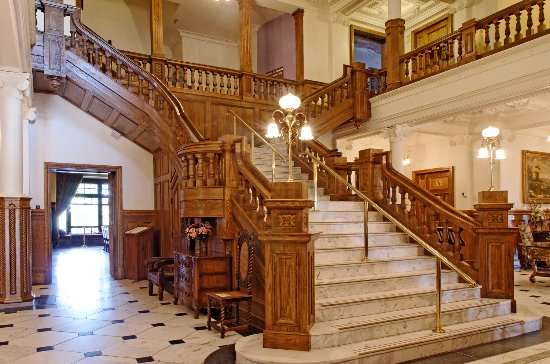 Gananoque, Canada : The grand staircase at Boldt Castle
