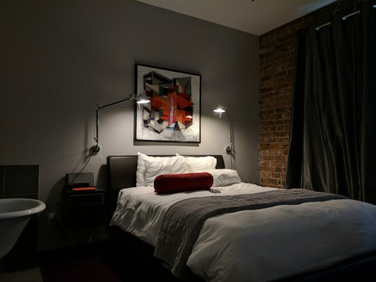 Hotel Le Priori: We had what was described as a Spacious Room and it was indeed.