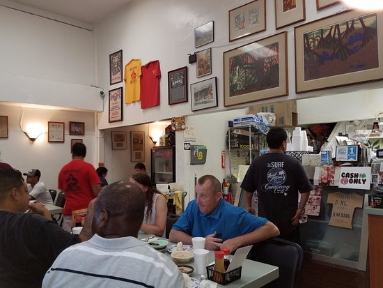 Helena's Hawaiian Food: Helena's Dining Room - Small but comfortable