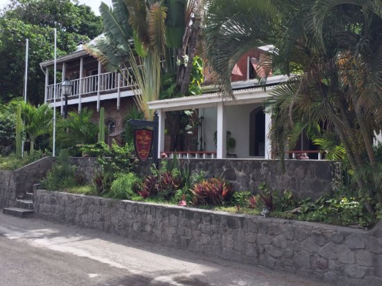 Sint Eustatius: Office and garden view rooms occupy this side of the street.