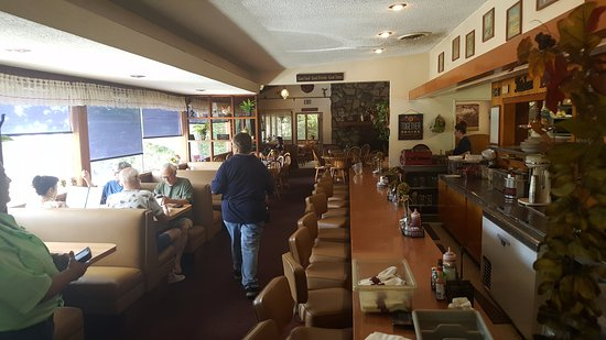 Yucaipa, CA: The interior is a clean, older style coffee shop.
