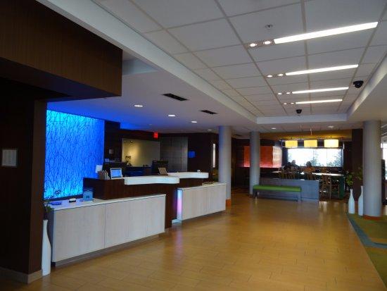 Fairfield Inn & Suites Elmira Corning: lobby and breakfast area