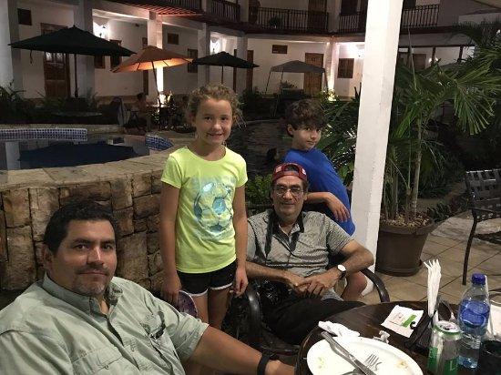 Hotel Mozonte: En familia al lado de la piscina