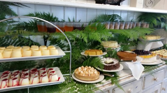 Berowra Waters, Australia: delightful spread of dessert and christmas pudding