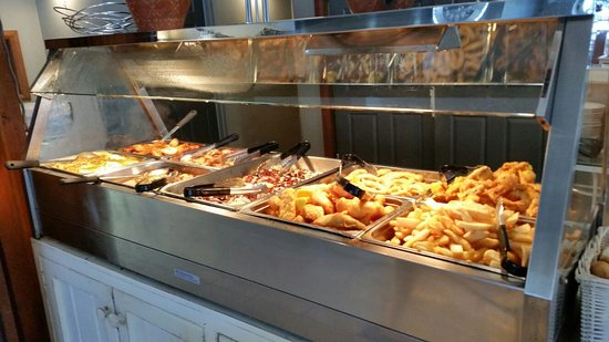 Berowra Waters, Australia: hot buffet with fish, oysters, roast pork, roast turkey, soft shell crabs, salt/pepper squid etc