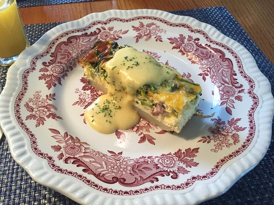 The Wild Iris Inn: Lovely frittata for breakfast!